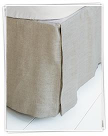 Maßgeschneiderte Bettvolants - aus Leinen und Baumwolle